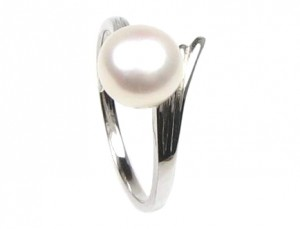 Mothers Day Gift - Pearl Ring